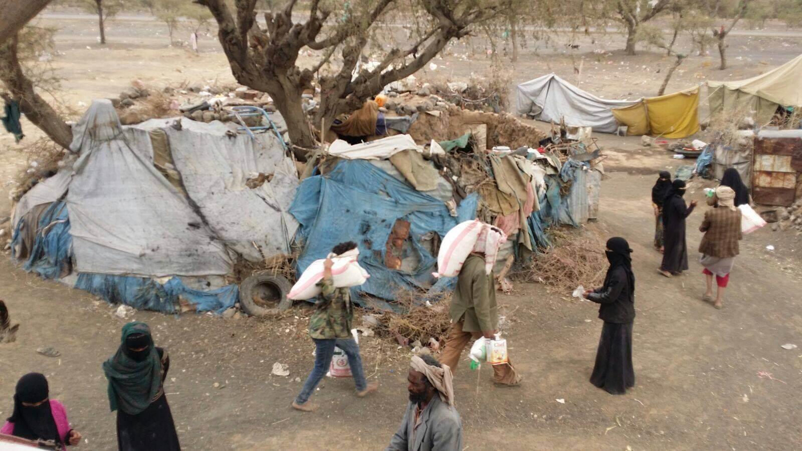Reparto de comida para familias en Yemen