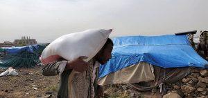 Reparto de alimentos en Arhab
