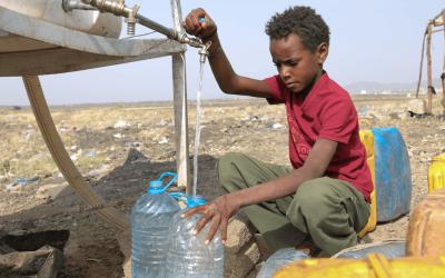 Agua para Yemen, campo de desplazados de Arhab.