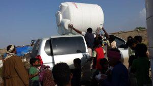 descarga del nuevo depósito de agua para el campo Arhab, Yemen
