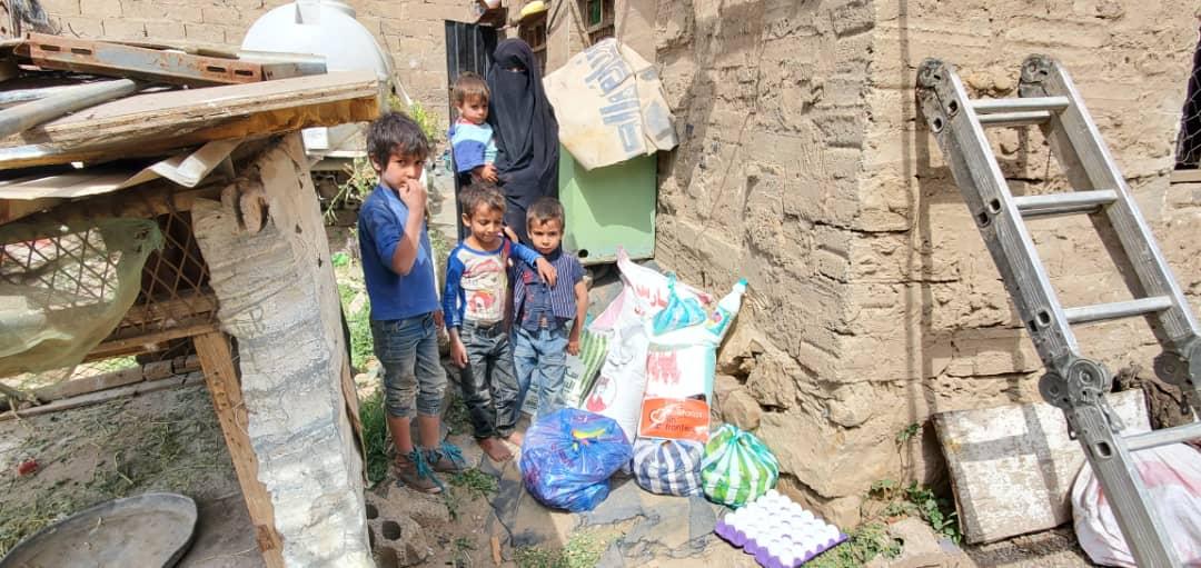 Reparto de comida en Yemen