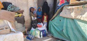 repartimos alimentos a las familias en Yemen