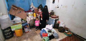 Familias en Yemen recibiendo alimentos