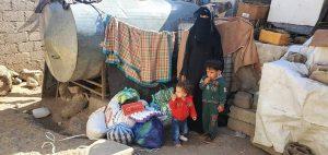 Familias en Yemen con alimentación