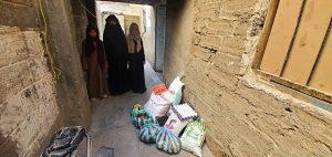 familias recibiendo packs de alimentación, Yemen