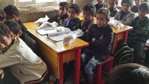 reparto desayunos en escuela mixta, Yemen