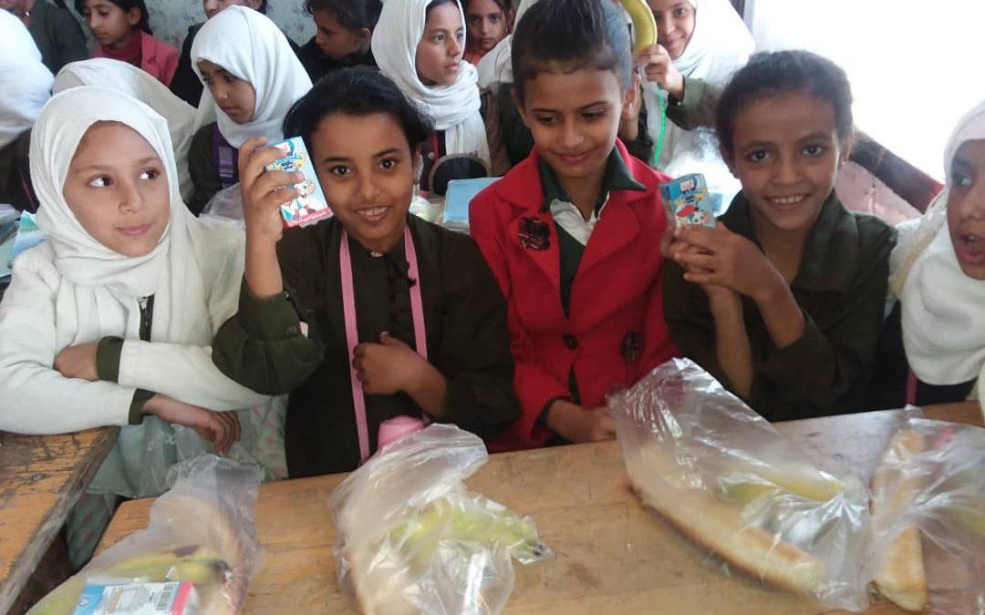 las niñas vuelven a la escuela, Yemen