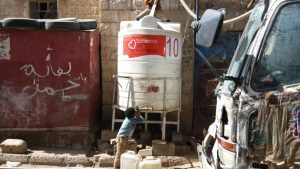 agua para Yemen en campos de desplazados