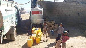 relleno semanal de agua en Yemen