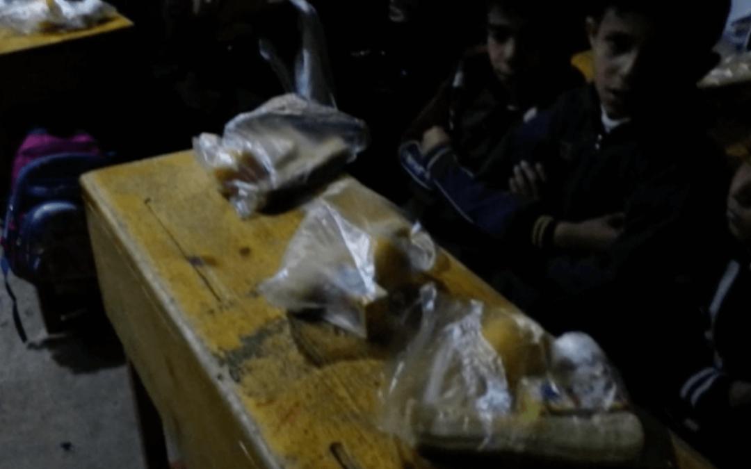 escuela sin luz en Yemen