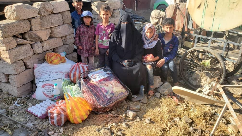 reparto alimentación familias en Yemen