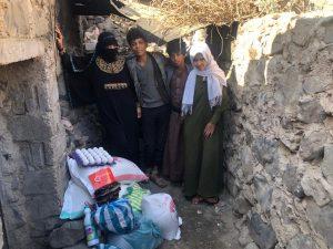 familias reciben alimentos por Ramadán