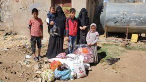 Distribuyendo alimento a las familias en Yemen3