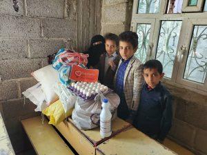 reparto alimento a las profesoras en Yemen