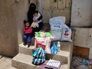 familias en Yemen reciben alimentos