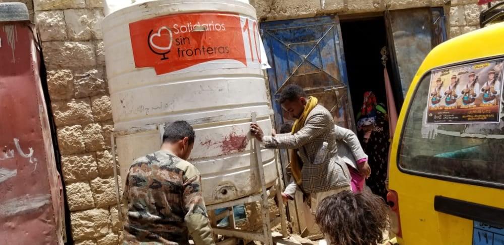 Reparación y mantenimiento de nuestros depósitos de agua en Yemen