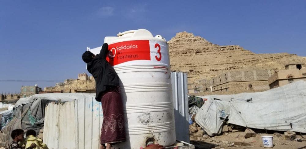 etiquetamos de nuevo nuestros depóstios de agua en Yemen, solidarios sin fronteras